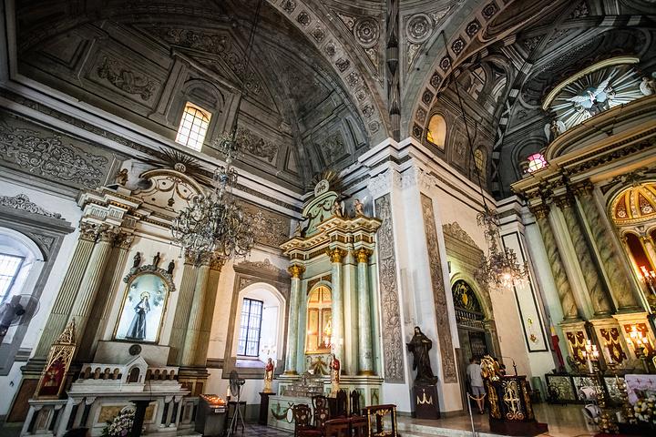 """""""每一处角度,都有无数精致的装饰,仿佛一间瑰丽的艺术品。虽然时常有游人前来拜访,教堂内部却显得格外安静_圣奥古斯丁教堂""""的评论图片"""