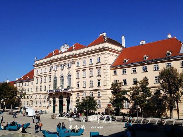 """"""" 周四10:00至21:00票价:门票9欧元,凭维也纳卡可享受优惠票价:7.不过前面倒是有个咖啡厅_维也纳博物馆区""""的评论图片"""