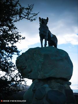 牧羊犬雕像