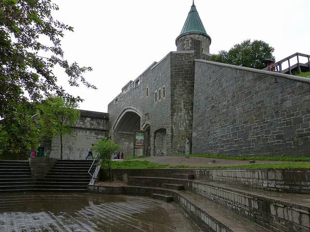 """""""1985年魁北克老城列入世界遗产名录。整个老城都是古老而优雅的法式建筑_魁北克老城""""的评论图片"""