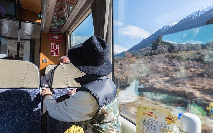 """""""新西兰最著名的三大观光列车分别为:_阿尔卑斯山号火车""""的评论图片"""
