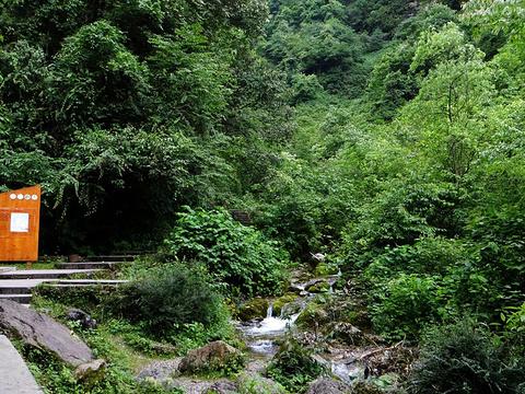 五彩瀑旅游景点图片