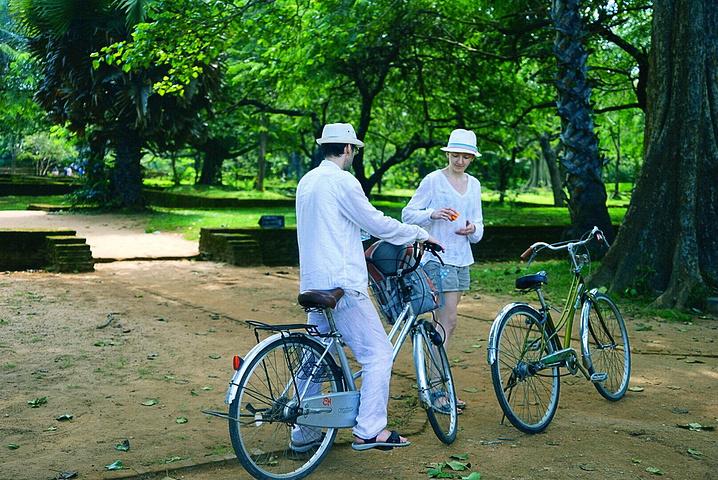 """""""...使是包一辆TukTuk车快速地走马观花看看,也需要大半天的时间,如果有时间建议自己骑自行车参观_皇宫公园""""的评论图片"""