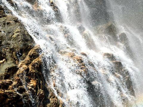三叠泉旅游景点图片