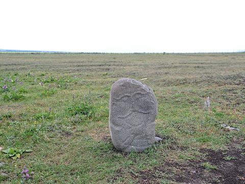 草原石人于岩画旅游景点图片