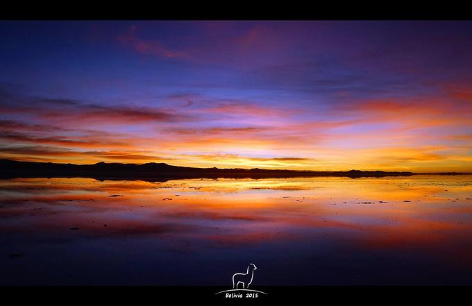 天空之镜观日出图片