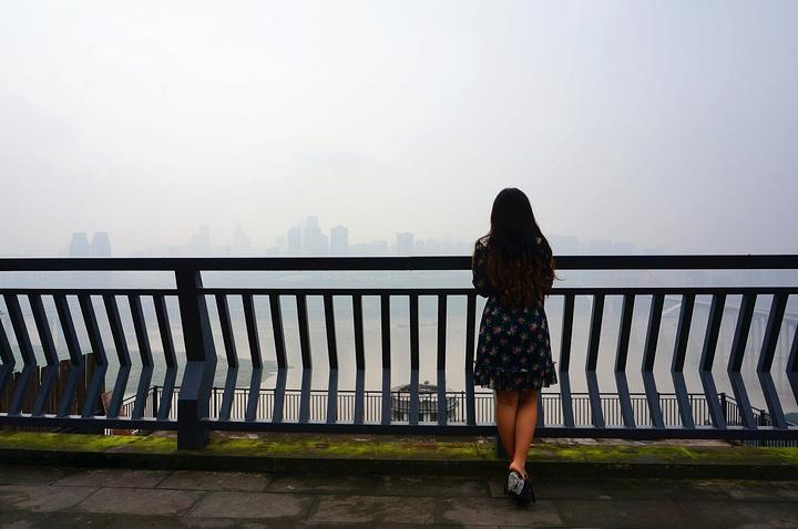 """""""重庆真不愧是雾都,这几天一直都是雾蒙蒙的,害得我夜景都没看仔细!""""这个真的是没说错_枇杷山公园""""的评论图片"""
