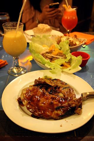 """""""吃饭的期间遇到了飞杜马坐我旁边的一群中国人,还有其他东北团体。最后和所有其他桌一样,打包带走当早饭吃_Mooon Cafe""""的评论图片"""
