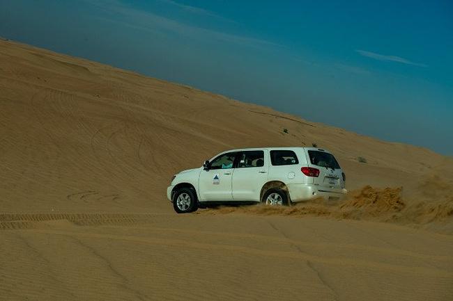 阿联酋阿布扎比沙漠冲沙图片