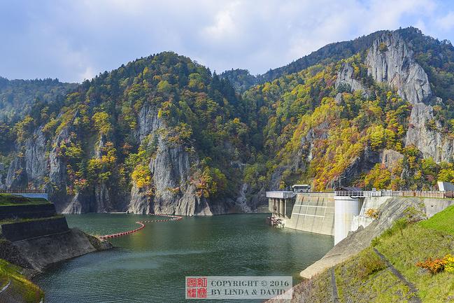 定山湖丰平峡大坝图片