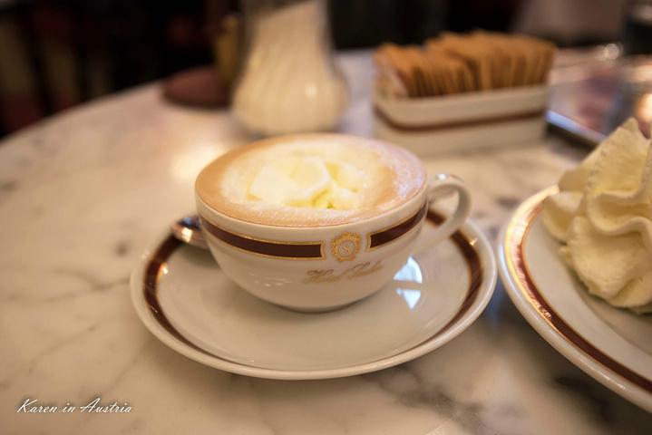 """""""一口蛋糕加鲜奶,口感倒是正合适,只是有些过于甜腻,当配上一口招牌咖啡,味道才刚刚好_沙赫咖啡馆""""的评论图片"""