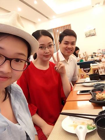 """""""教堂旁书店一条街书香满满😃。老师请吃饭😋。晚上另一位越南小哥哥请吃饭😋。教堂⛪️_Bitexco Financial Tower - Saigon Skydeck""""的评论图片"""