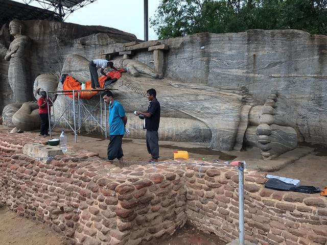 """"""" Gal意为""""石头"""",该寺又被称作岩石寺,是斯里兰卡国内最大的古寺。赶紧忏悔一下。挖沙子舔什么呢_加尔寺""""的评论图片"""