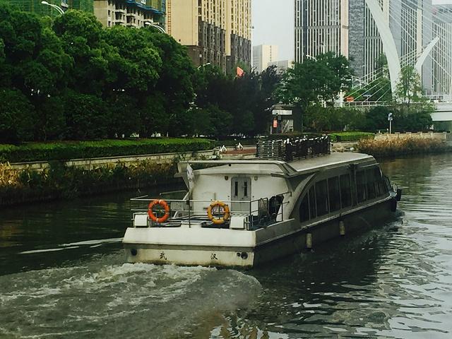 """""""楚河是武汉非常著名的一条河流,其实从我出生时就喜欢上了这条河,只不过前几年因为修武汉六湖连通工..._楚河汉街""""的评论图片"""