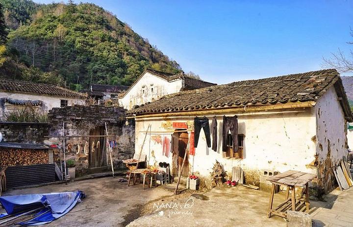 """""""村子的确是非常的宁静淳朴,可以自己闲逛一下,感受下这村子的风味~古村中的路,慢慢在被修缮中_严家古村""""的评论图片"""