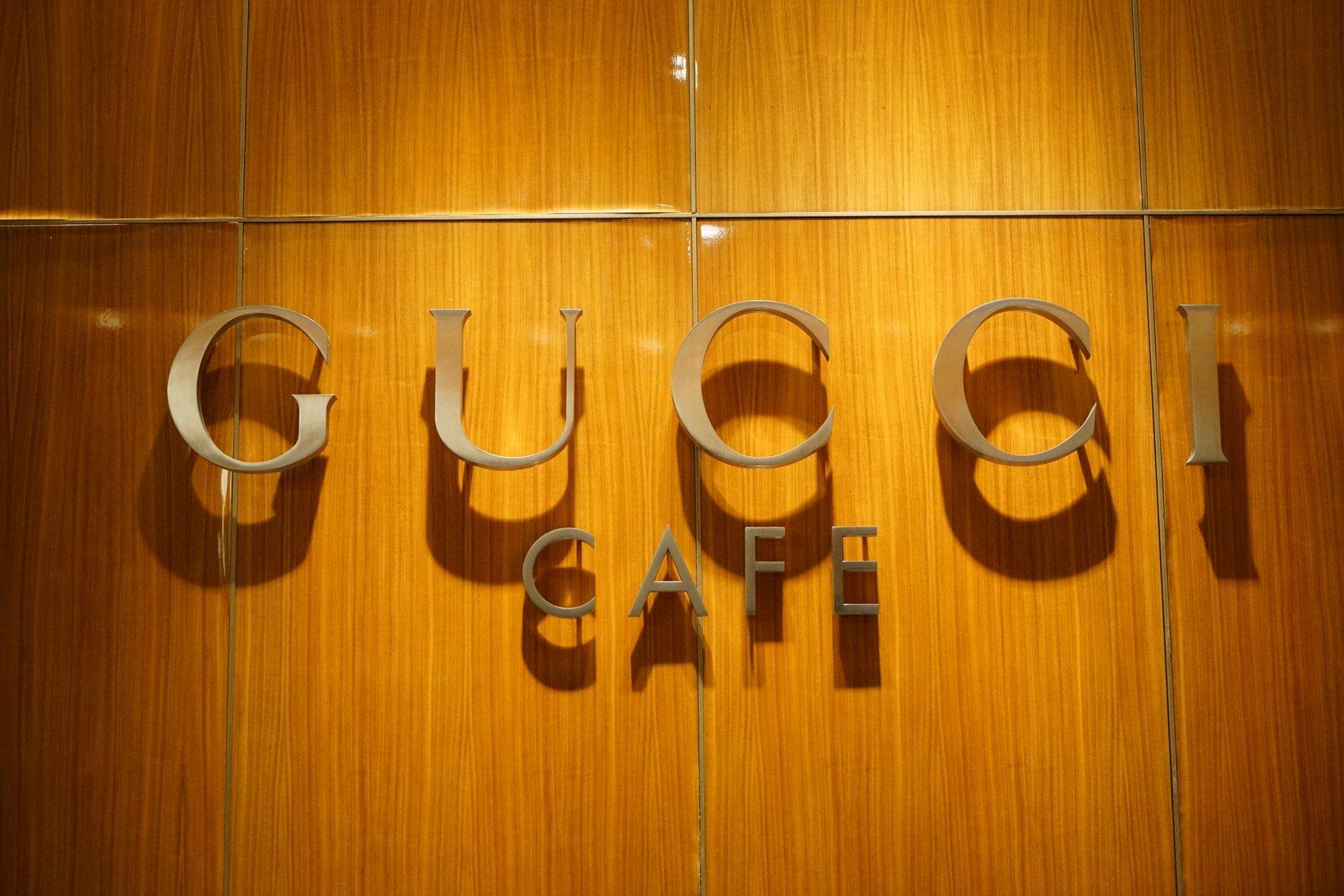 34f129d720df GUCCI CAFÉ.全球只有两家店,一个在意大利,另外一个就在东京银座。GUCCI CAFE 在银座旗舰店的4层,环境充满了时尚现代感,高挑的空间配上落地窗,沙发与座椅一并  ...