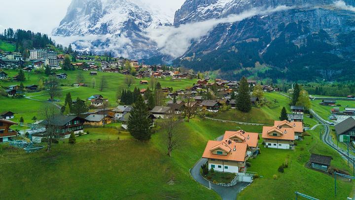 """""""少女峰是瑞士的著名山峰,作为瑞士的经典景点之一,少女峰一直以冰雪与山峰、阳光与浮云吸引着八方游客_阿尔卑斯山脉""""的评论图片"""
