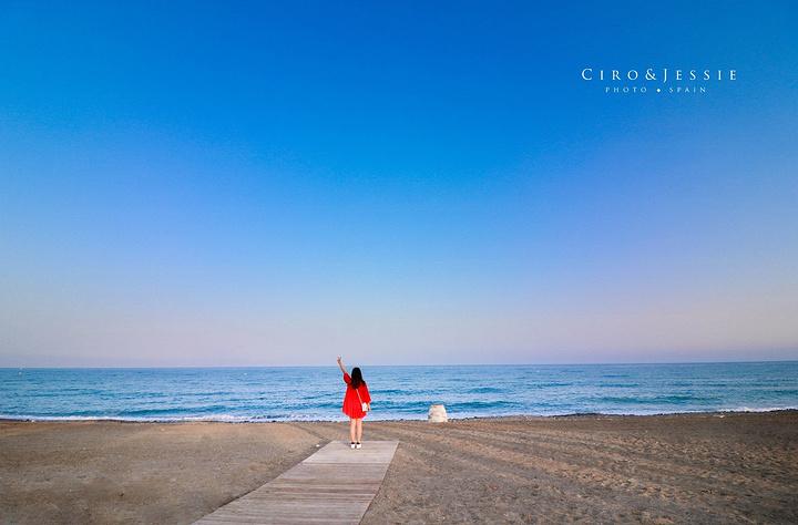 """""""第一次见到传说中的地中海,和巴塞的海滩比沙子颜色比较深,颗粒粗糙一些_阳光海岸""""的评论图片"""