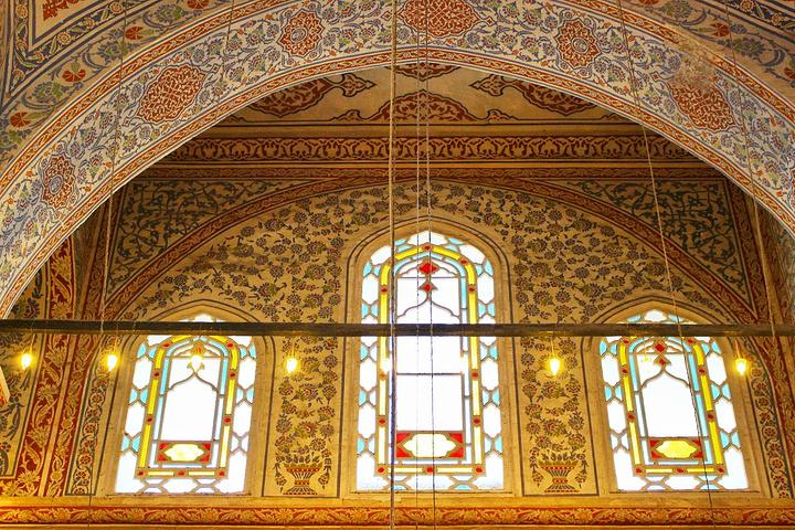 """""""每天清真寺的钟声准时响起,提醒人们礼拜。历史溯源注意事项内部设计外部结构_蓝色清真寺""""的评论图片"""