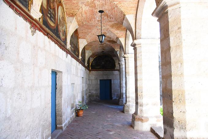 阿雷基帕:红蓝修道院图片