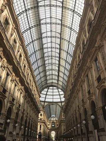 """""""埃马努埃莱二世长廊,连接米兰大教堂和斯卡拉歌剧院,有各种奢侈品、咖啡馆、餐馆_埃马努埃莱二世长廊""""的评论图片"""