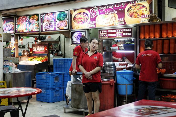 """""""芥蓝也好吃,特别爽脆,炒的够锅气,不过价格较高,要10新币,发现新加坡的青菜也是巨贵的_狮城芽笼九巷活田鸡""""的评论图片"""