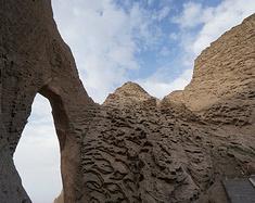 雄奇险峭的阿图什天门大峡谷