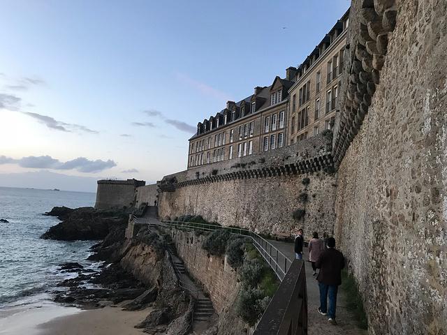 """""""次日早上在酒店边看如此潮起的大海,好美。傍晚才到达,看到海边很是激动呢……不顾疲劳还是出去走了一圈_樊尚大教堂""""的评论图片"""