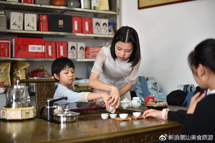"""""""4-5月是采茶旺季,茶品质最好,但其实在凤凰山的低山茶区,一年四季都能体验采茶_潮州古城""""的评论图片"""