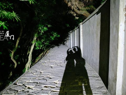 月光岩旅游景点图片