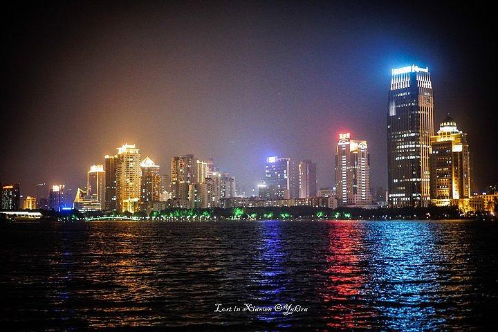 """""""...地点,是在厦门的筼(yun)筜湖,这也是厦门市市民最喜欢的散步、夜跑的地点,气氛幽静,空气清新_筼筜湖""""的评论图片"""