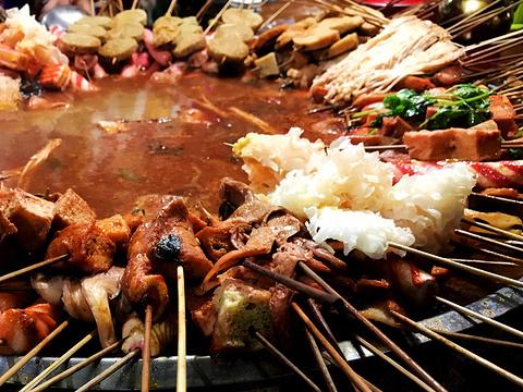 喀什老城夜市美食广场旅游景点图片