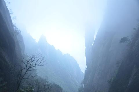 巨蟒出山旅游景点攻略图