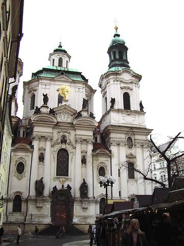 """""""这个教堂本来是哥特式建筑,后来改为了巴洛克风格,是一对波西米亚的父子,花了十几年时间才完成了设计_圣尼古拉斯教堂(老城广场)""""的评论图片"""