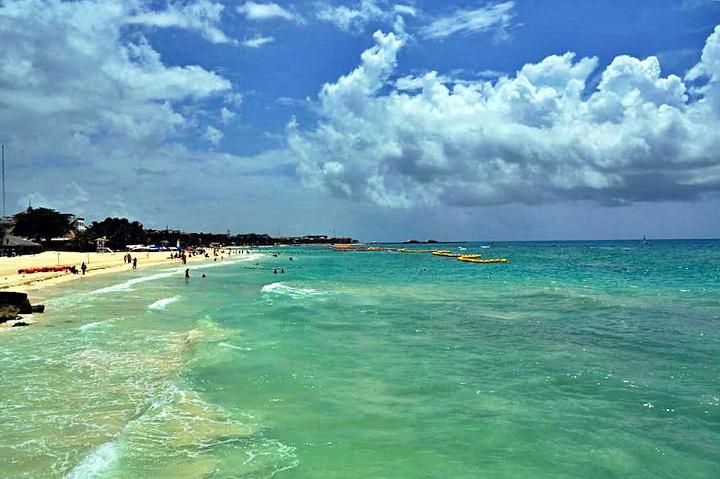 """""""度假酒店。乘坐快艇来到卡门海滩。卡门海滩漂亮的白沙滩。乘坐快艇来到卡门海滩_卡门海滩""""的评论图片"""