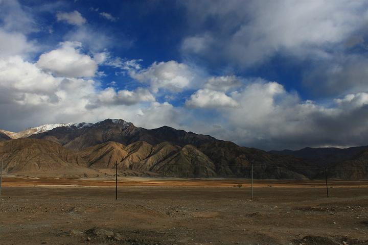 """""""帕米尔高原地处中巴边境,景色壮阔,吸引着游客前往。有点属于观光性质_帕米尔高原""""的评论图片"""