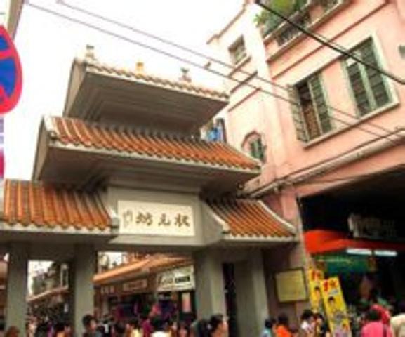 """""""街内商铺40间,商场12个,共有经营档铺540个。状元坊(Zhuàngyuánfāng)原名泰通坊_状元坊""""的评论图片"""