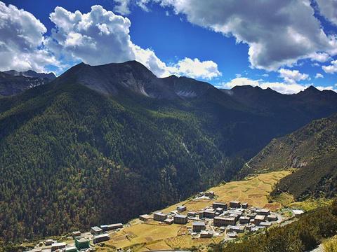 亚丁村旅游景点图片