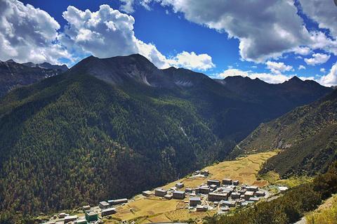 亚丁村的图片