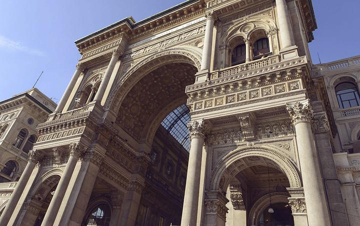 """""""艾玛努埃莱二世长廊就在文艺复兴百货和米兰大教堂的旁边,很明显的一个大的长廊,来这的话可以乘地铁..._埃马努埃莱二世长廊""""的评论图片"""