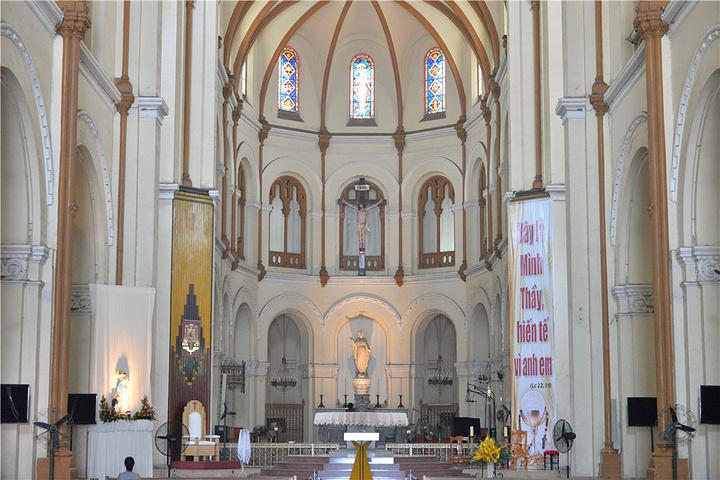 """""""...内游的必到景点,从统一宫出来沿着Nguyen Du路走大概900米就能看到这座教堂了,非常抢眼_西贡圣母大教堂""""的评论图片"""