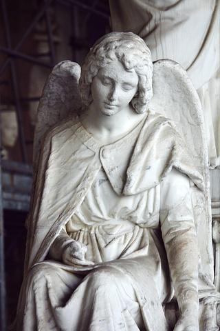 """""""墓园的女子雕像都好美。里面主要是各种棺材墓碑,我个人其实蛮喜欢读墓志铭那些的。我好喜欢这个墓园_比萨公墓""""的评论图片"""