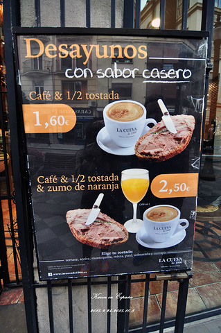 """""""面包烤完外焦里嫩的,超级超级好吃!前往餐厅吃早饭。早餐套餐。但是如果需要赶路的话还是不推荐来这里_Restaurante La Cueva de 1900""""的评论图片"""