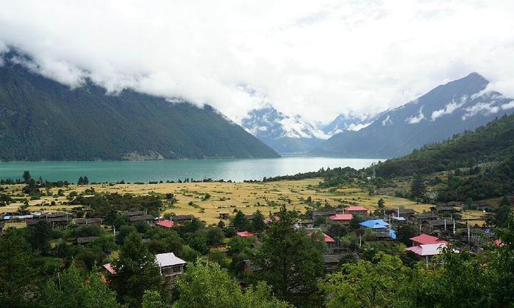 """""""雪白的山峰,非常漂亮,让人不禁想起了甘孜的类似的风景,只有亲眼看见才能感受到它的美_色季拉山""""的评论图片"""
