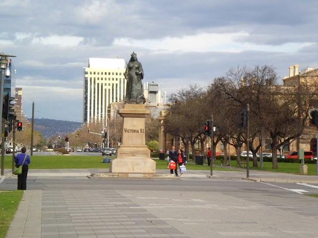"""""""维多利亚广场周围有很多历史遗产建筑,维多利亚女王的雕像伫立于广场中心_维多利亚广场""""的评论图片"""