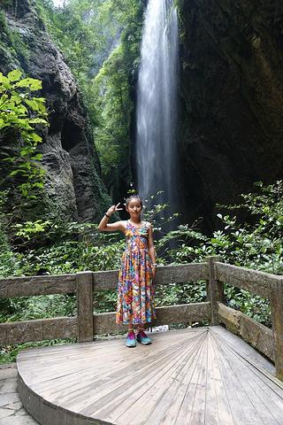 """""""景点非常的有意思,需要穿过隧道。龙水峡地缝在武隆县,是典型的喀斯特地貌,非常的美丽。一路惊喜不断_武隆天坑地缝国家地质公园""""的评论图片"""