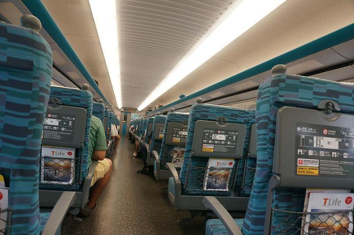 """""""高铁车票很好买,自助售票机就能直接使用银联卡操作,车次间隔也不常,非常推荐。简直活过来_新乌日车站""""的评论图片"""