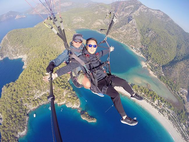 费特希耶滑翔伞图片