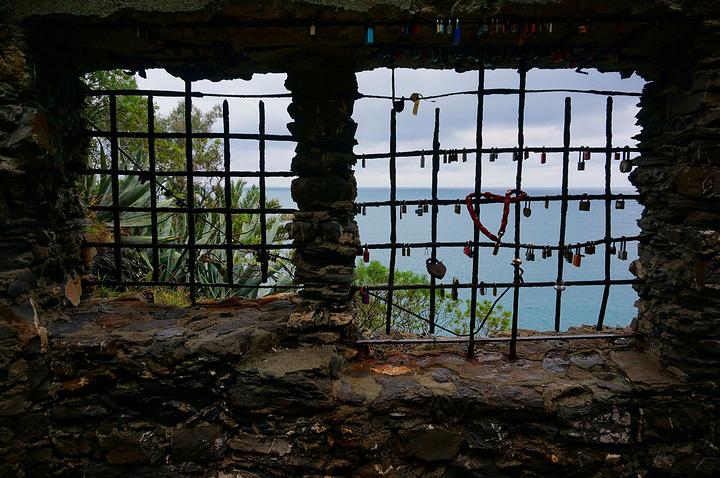 """""""旅游旺季(夏天)一到,曼泰罗娑海边渡假游人激增,此时出游要相应做好准备_蒙特罗索巨人""""的评论图片"""