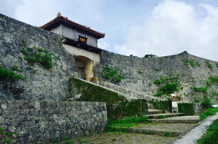 """""""首里城是团队游必到的景点,位于琉球群岛的冲绳岛内南部,那霸市以东一座琉球式城堡。_首里城公园""""的评论图片"""